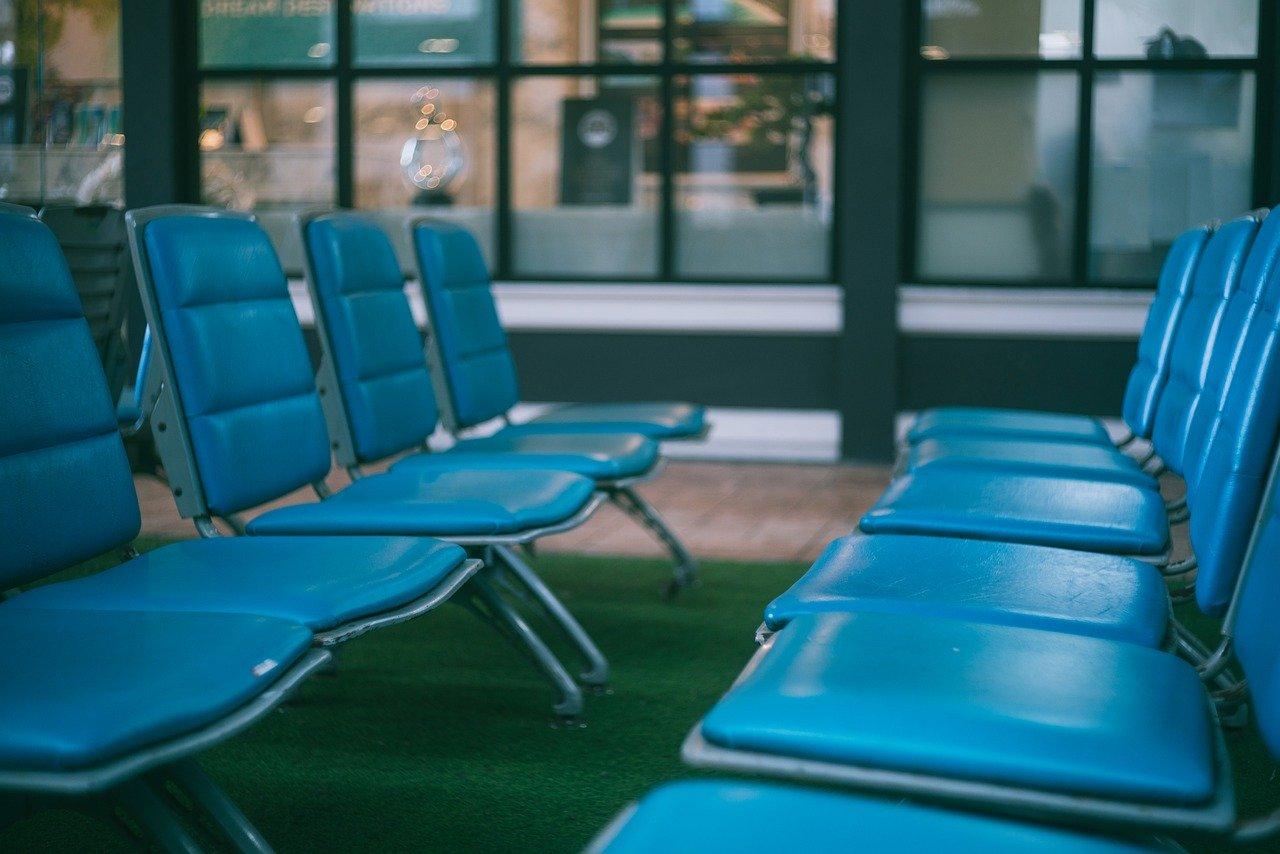 airport-4922358_1280